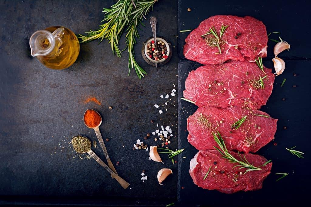 mięso i białko to podstawa diety keto